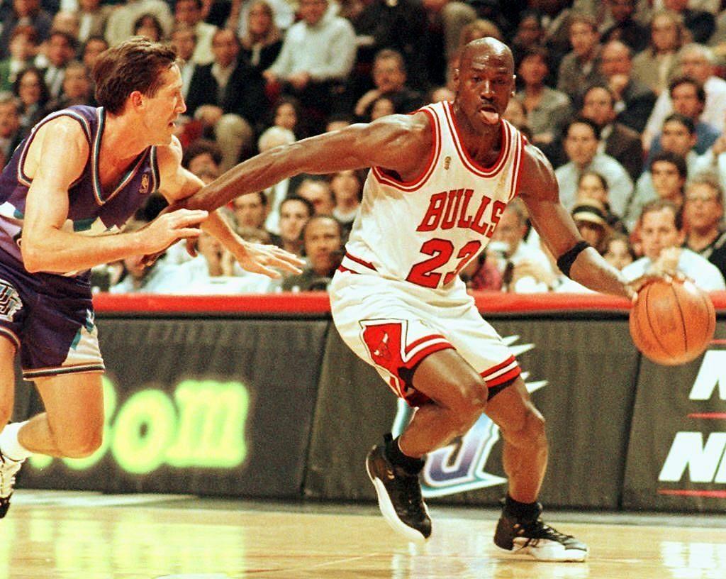 В атаке лидер «Чикаго Буллз» Майкл Джордан