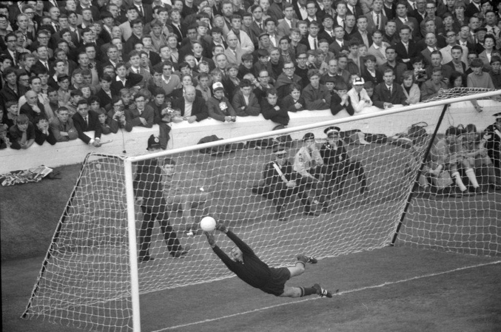 Блестящий сейв Льва Яшина на чемпионате мира-1966