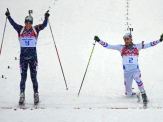 Многократные призеры Олимпийских игр Эмиль Хегле Свендсен и Мартен Фуркад на финише масс-старта в Сочи-2014