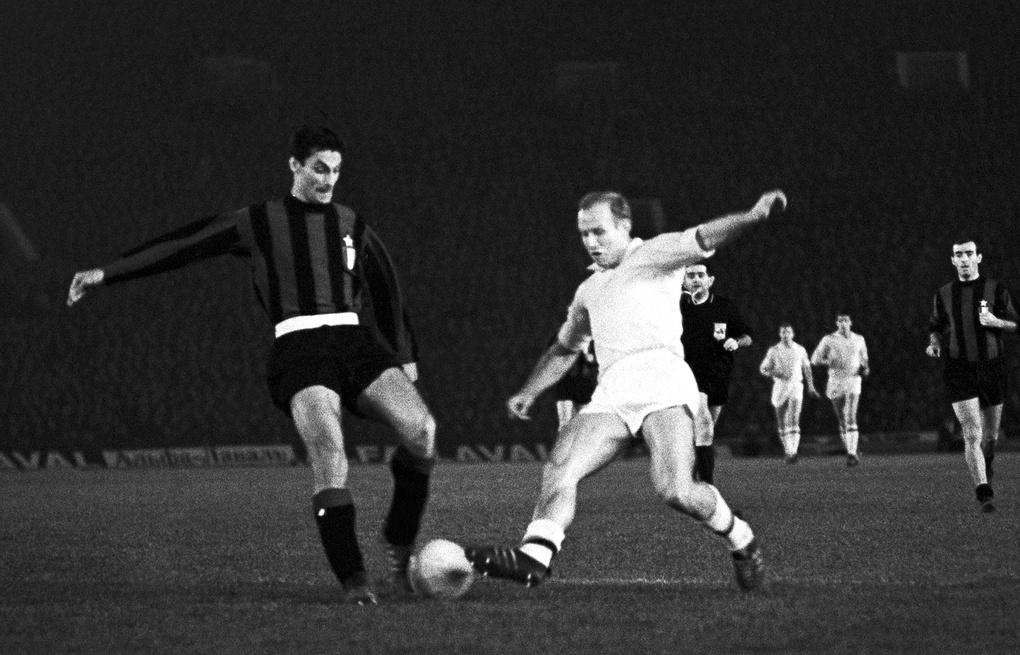 Форвард «Торпедо» Эдуард Стрельцов в матче Кубка европейских чемпионов (1966)