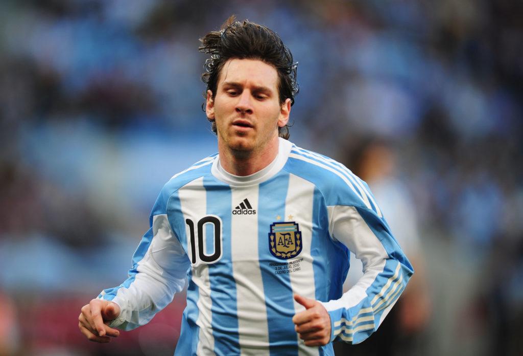 Лионель Месси дебютировал в составе сборной Аргентины в 18 лет