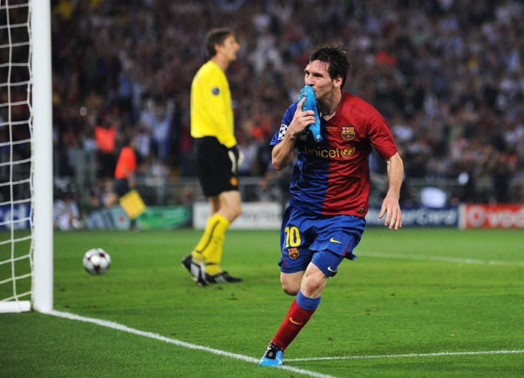 Лионель Месси забивает гол в финале Лиги чемпионов-2009