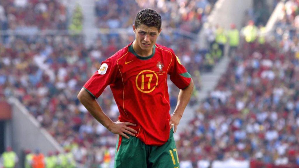 Молодой Криштиану Роналду в составе сборной Португалии на чемпионате Европы-2004