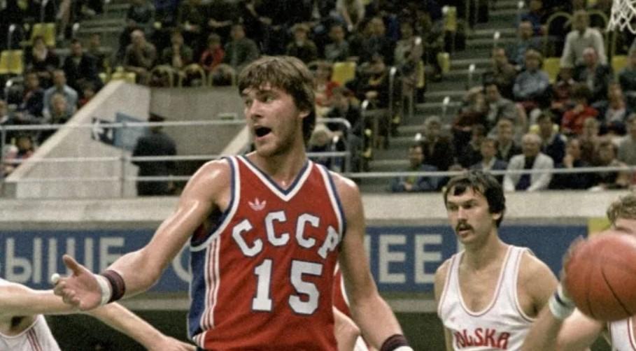 Молодой центровой сборной СССР Арвидас Сабонис