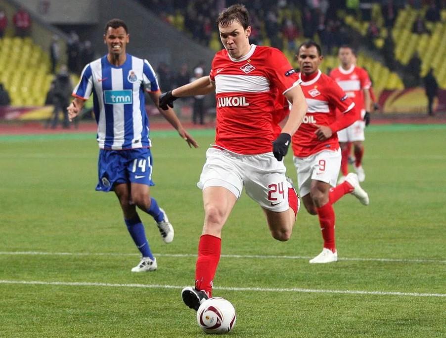 Нападающий «Спартака» Артем Дзюба забивает гол в ворота «Порту» в матче Лиги Европы