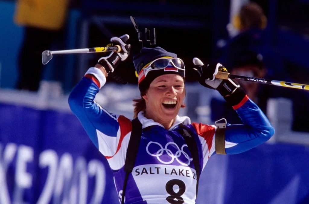 Ольга Пылева становится чемпионкой Олимпийских игр-2002 в гонке преследования