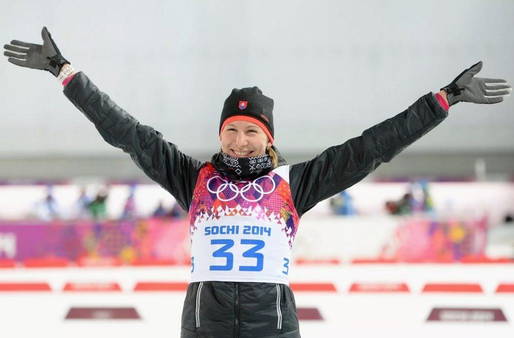 Анастасия Кузьмина после победы в спринте на Олимпиаде-2014 в Сочи