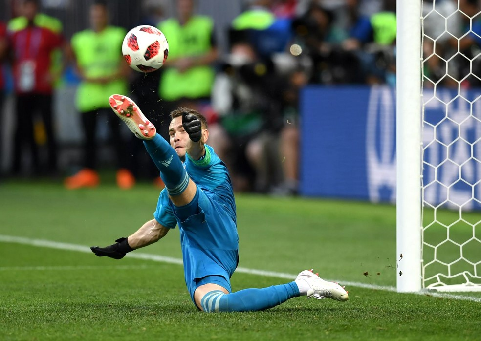 Игорь Акинфеев делает сейв в серии пенальти в матче со сборной Испании на ЧМ-2018