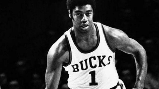 Оскар Робертсон - легендарный баскетболист НБА 1960-х годов