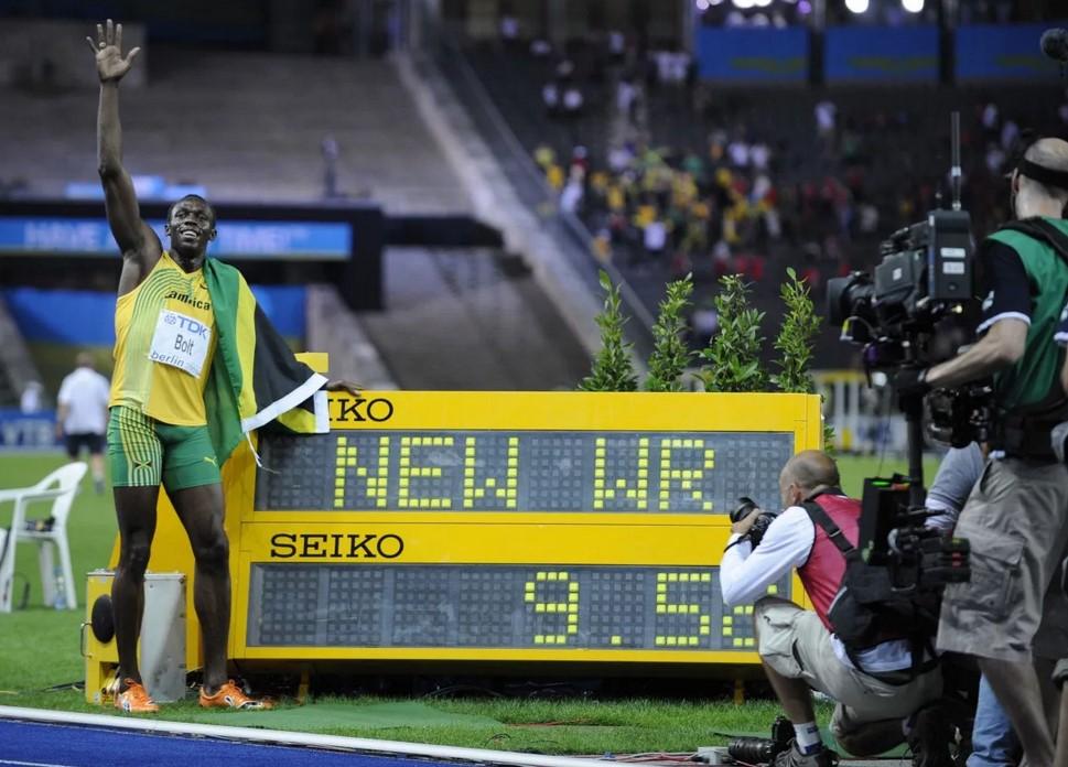 Усэйн Болт после установления мирового рекорда на 100 м (чемпионат мира-2009)