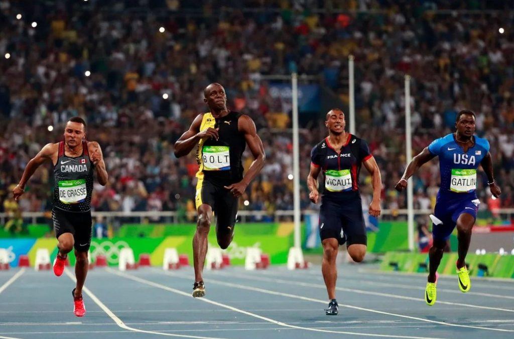 Усэйн Болт становится олимпийским чемпионом в беге на 100 м (2016)